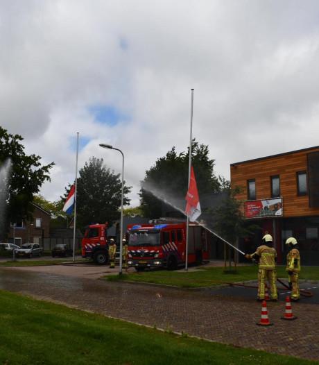 Brandweerkorpsen in Twente staan stil bij omgekomen collega's