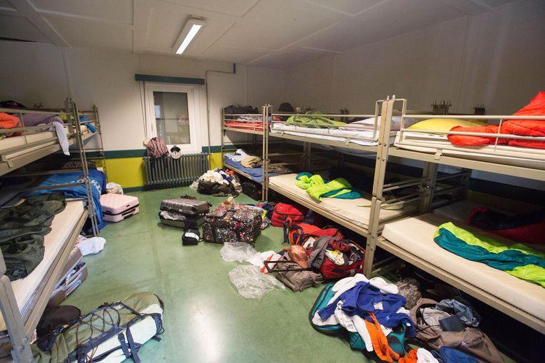 In jeugdverblijfcentrum Sloerodoe hebben de kamers rolluiken én zijn ze gericht naar het Oosten om het zo fris mogelijk te houden.