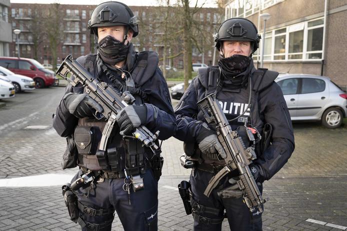 Zware beveiliging bij de extra beveiligde rechtbank De Bunker in Osdorp voor de voortzetting in het grote liquidatieproces Marengo.