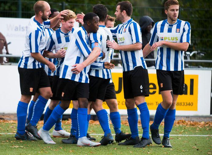 Er valt eindelijk wat te juichen in het regionale amateurvoetbal. Zoals hier bij IJFC, dat net als andere regionale amateurvoetballers vanaf 1 juli normaal mag trainen en ook wedstrijden mag spelen.