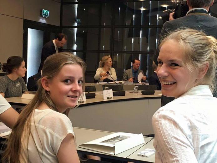 Sterre Dieteren (uiterst links), Isabel Jansen (midden) en Fleur Hendriks.