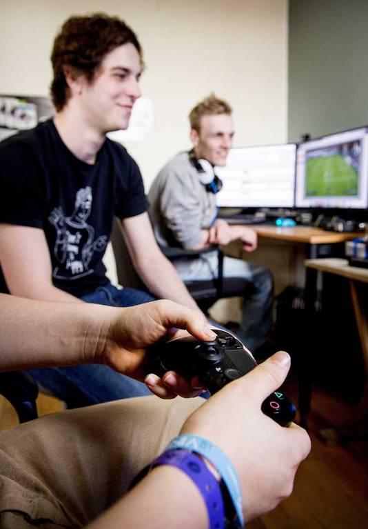 De videobloggers zijn een voorbeeld van jongeren die nieuwe media succesvol gebruiken.