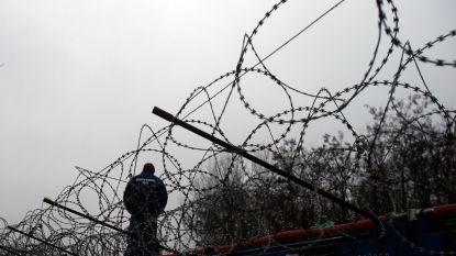 Waarnemers Europees antifoltercomité beschuldigen Hongaarse politie van mishandeling van migranten
