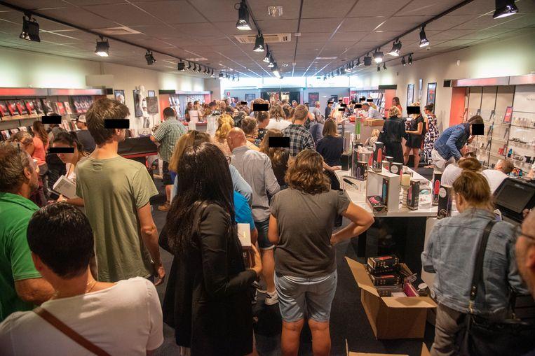 Archiefbeeld : Stormloop op de Pabo winkel in Wetteren tijdens de uitverkoop.