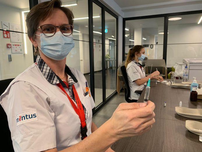 In de woonzorgcentra zijn de vaccinaties al volop aan de gang.