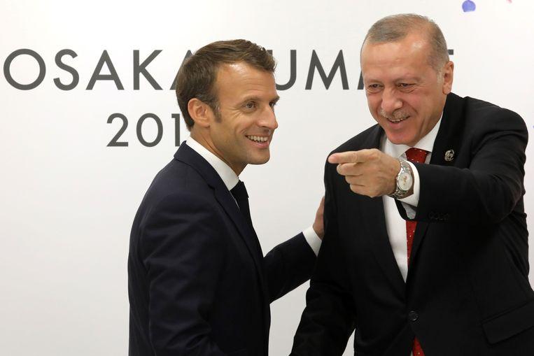 Macron (links) en Erdogan in betere tijden, tijdens de G20 vorig jaar in Osaka.  Beeld Ludovic Marin/AFP