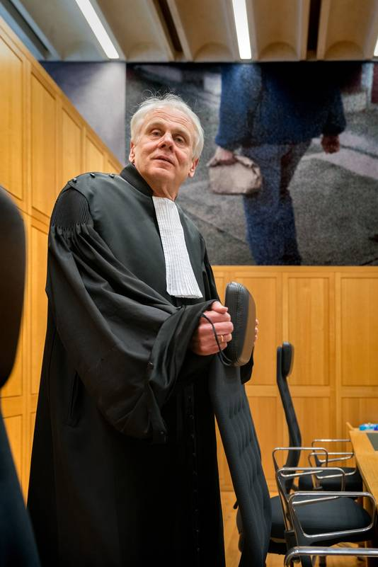 Rechter Alfred Roosmale Nepveu in een van de zittingszalen in het Bossche Paleis van Justitie