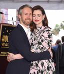 Anne Hathaway et son mari Adam Shulman.