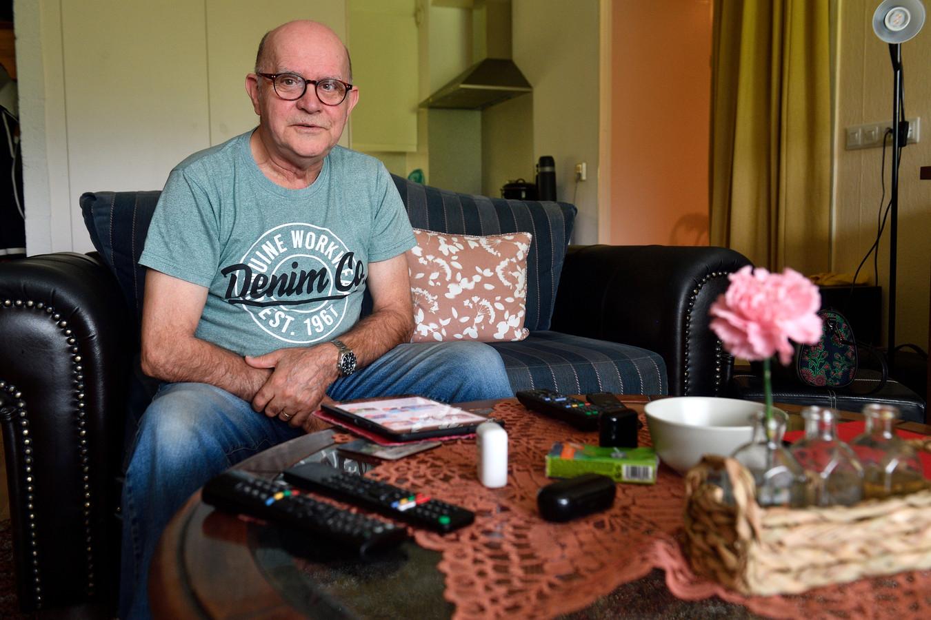 Henk Wouterse in zijn flat op de vijfde verdieping van het Eemgaarde-complex voor senioren in Amersfoort. 'Altijd in de herrie van een ander. Dat houdt niemand vol.''