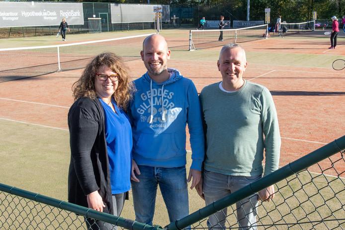 Het bestuur van tennisvereniging Mallumse Molen, Hilde Weerman, Paul Jonker en Jeroen Bennink zoekt naar allerlei oplossingen om de vereniging 'gezond' te houden.