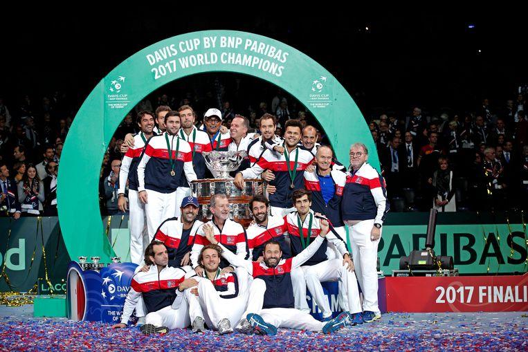 Het Franse tennisteam viert het winnen van de Davis Cup. Beeld EPA