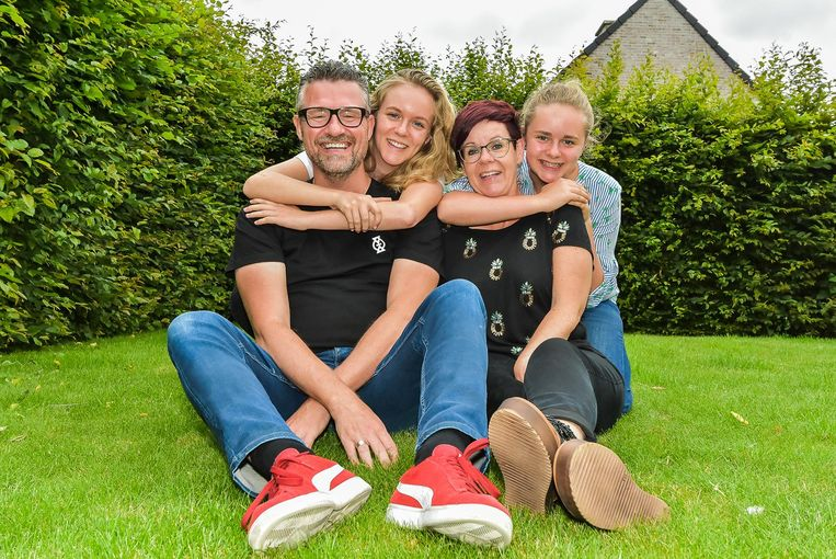 Homo Universalis Guy Sterckx met echtgenote Melinda Hackx en dochters Zoë en Nena.