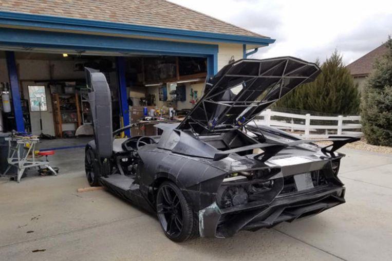 De nagemaakte Lamborghini Aventador (nog niet volledig af).