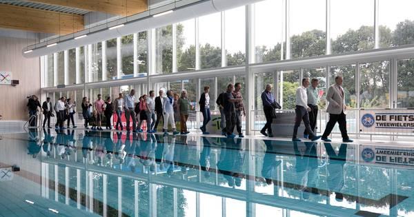Jubileum treffers rosmalen in een fraai opgeknapt zwembad for Zwembad s hertogenbosch