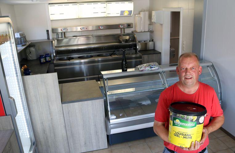 Robin Van Camp (51) staat in Herenthout bekend als 'Robin van 't frituur', omdat hij tussen 1992 en 2014 een frituur uitbaatte in de Astridlaan.