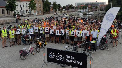 150 fietsers overnachten in sportzaal Vinkt