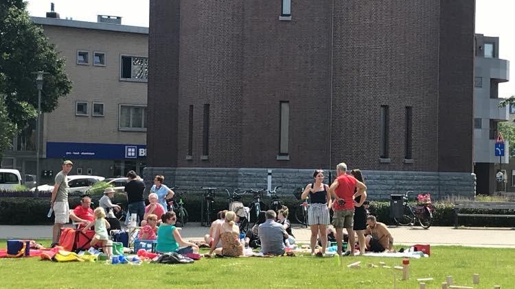 Buurtbewoners organiseerden een picknick aan de watertoren als protestactie