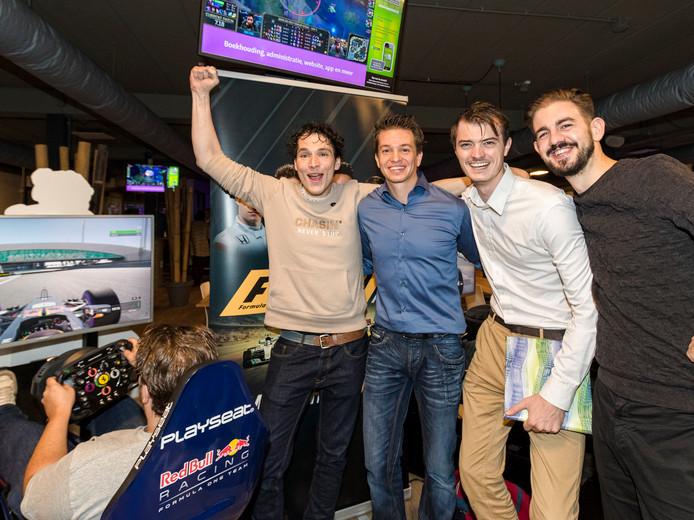 Radio 538 DJ en fanatiek Gamer Daniel Lippens, Thomas Runhart (organisator), Marcel Petit en Ward Geene.