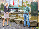 Ina Kuper (links) samen met Max Curfs voor het Isala ziekenhuis. Curfs is klinisch embryoloog van het Isala Fertiliteitscentrum.
