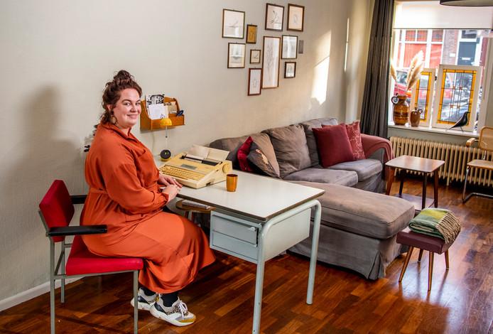 Anne Grootenboer in haar woning in de Rotterdamse wijk Hillegersberg. Haar huis staat vol met persoonlijke relikwieën.