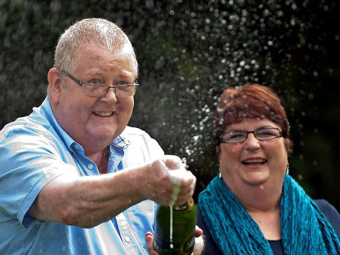 Colin and Christine Weir kort na het winnen van ruim 185 miljoen euro.
