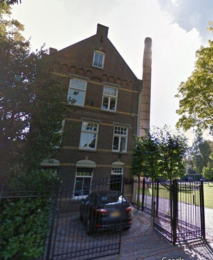 Nicolaas van Eschstraat 16: fabrikantenwoning die met de schoorsteen van een afgebroken wolwasserij een 'ensemble' vormt
