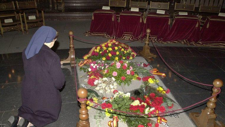 Het graf van dictator Francisco Franco. (Archieffoto) Beeld epa
