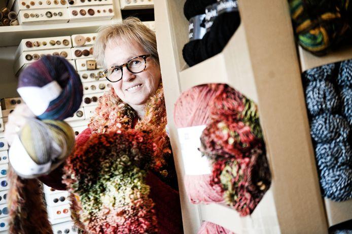 Greta Schokker heeft met haar 'Fourniture de Paris' alles te koop dat met haken, breien en het vervaardigen van kleding te maken heeft.