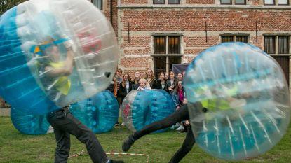 'Battle van de jeugdbeweging': jongeren leven zich uit met bumperball in vier voorrondes