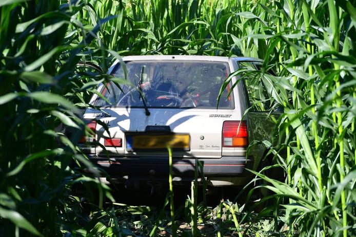 De auto kwam in een maisveld in Veldhoven terecht