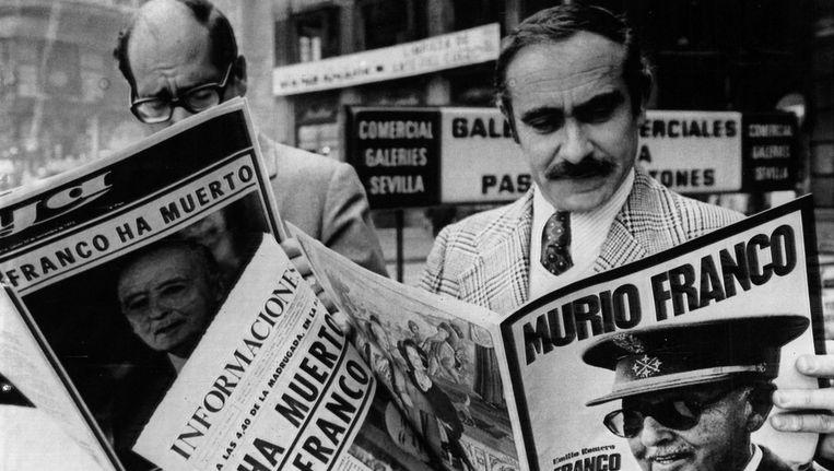 Op 20 november 1975 brachten de kranten de dood van Francisco Franco. Beeld ap