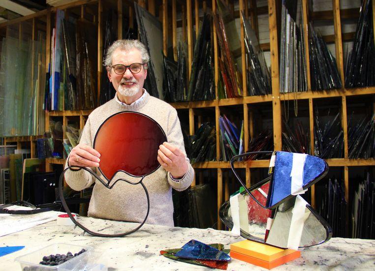 Jan Leenknegt in zijn atelier in Ronse.