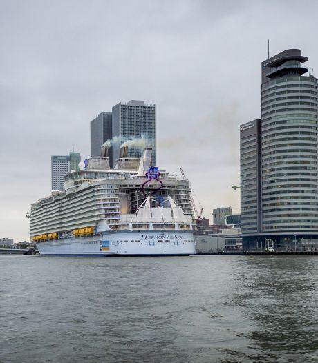 Grootste cruiseschip zorgt voor drukte in Rotterdam