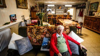 Diane nam na 50 jaar afscheid van haar klanten... Nu woont ze zelf in haar geliefde café