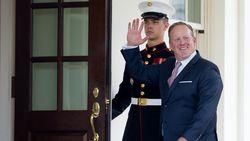 Speciale aanklager ondervraagt Sean Spicer over Russische inmenging