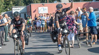 VIDEO. Ride4Stefanie is begonnen. Familie zwaait Lorenzo uit bij start fietsbedevaart voor overleden vrouw