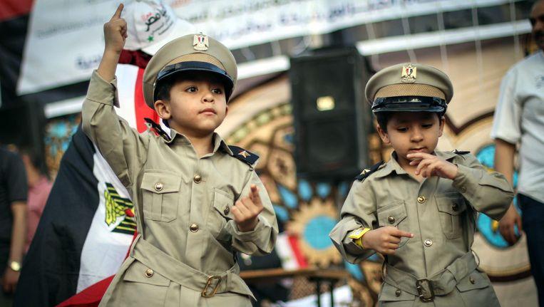 Twee jonge supporters van de nieuwe president van Egypte, Abdel Fattah al-Sisi. Beeld getty