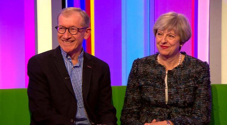 Theresa May met haar echtgenoot in het tv-programma The One Show Beeld