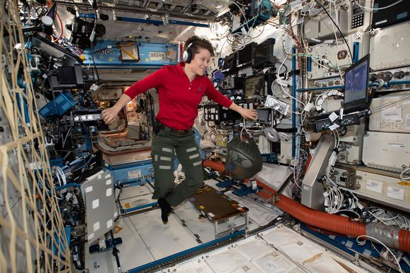 Anne McClain verbleef zes maanden in het Internationaal ruimtestation (ISS). Daar zou ze het bankaccount van haar ex gehackt hebben.