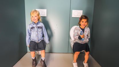 Jongens en meisjes vrije basisschool hebben eigen toiletten