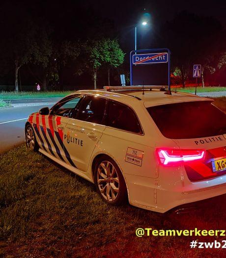 Automobilisten razen met 200 kilometer per uur over de A16, twee rijbewijzen in genomen