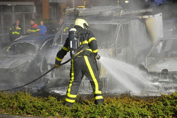 In de nacht van vrijdag op zaterdag zijn er in Etten-Leur drie auto's geheel uitgebrand.