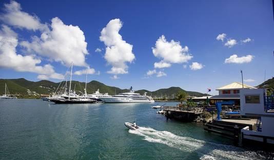 De haven in Simpson Bay waar Laura haar soloreis om de wereld zal voltooien.