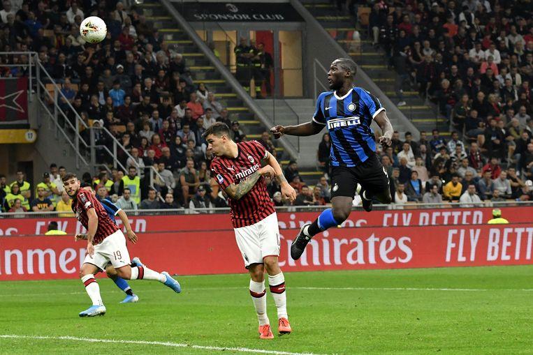 Lukaku kopt de 0-2 binnen in het Giuseppe San Meazza.