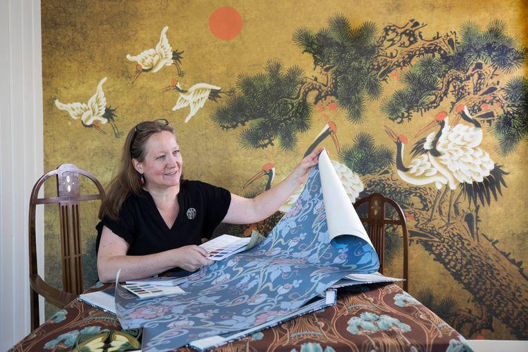 Zzp'er Olga Harmsen uit Dordrecht heeft het nu heel druk. Zij ontwerpt interieur in de stijl van Art Nouveau.  Beeld Werry Crone