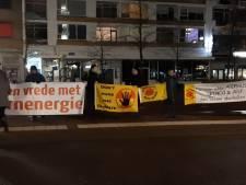 Demonstratie tegen uraniumtransport bij station Hengelo trekt weinig bekijks