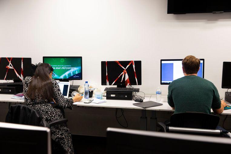 Studeren sinds corona. Samenwerken is een zakelijke aangelegenheid geworden, concentreren een uitdaging. Beeld ANP
