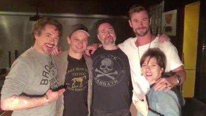 De originele Avengers-acteurs laten matching tattoos zetten