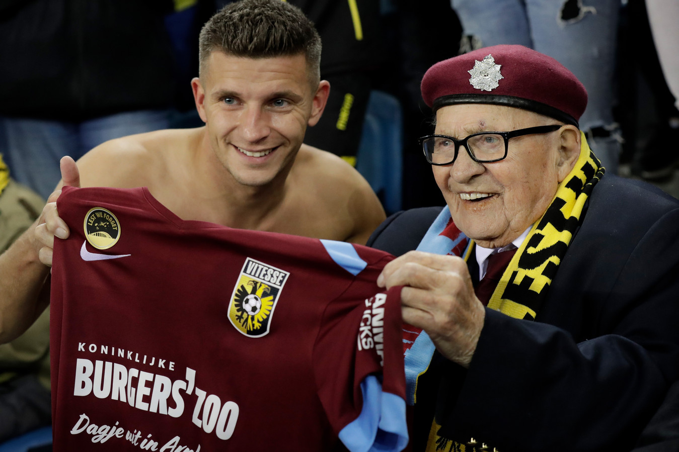 Bryan Linssen of Vitesse gives his shirt away to the airborne World War II veterans who visiting the Match of Vitesse during Vitesse - Fortuna Sittard NETHERLANDS, BELGIUM, LUXEMBURG ONLY COPYRIGHT BSR/SOCCRATES