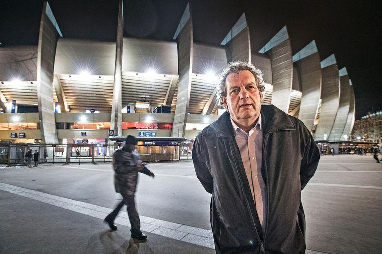 Pierre Vermeulen drijft een voetbalschool om de kunst van het pingelen te verspreiden onder de Limburgse jeugd. Beeld Guus Dubbelman / de Volkskrant